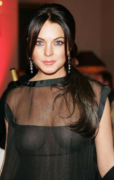 Lindsay Lohan sin brasier